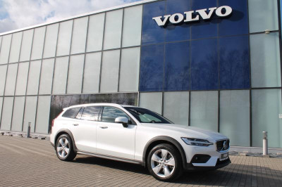 Volvo V60 Cross Country 2.0 T5 AT AWD (250 л.с.) Momentum